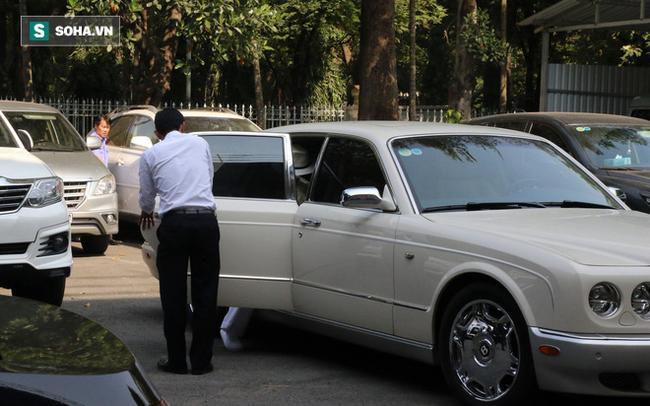Ông Đặng Lê Nguyên Vũ và vợ không một lần ngoảnh mặt nhìn nhau tại phiên tòa xử ly hôn 10