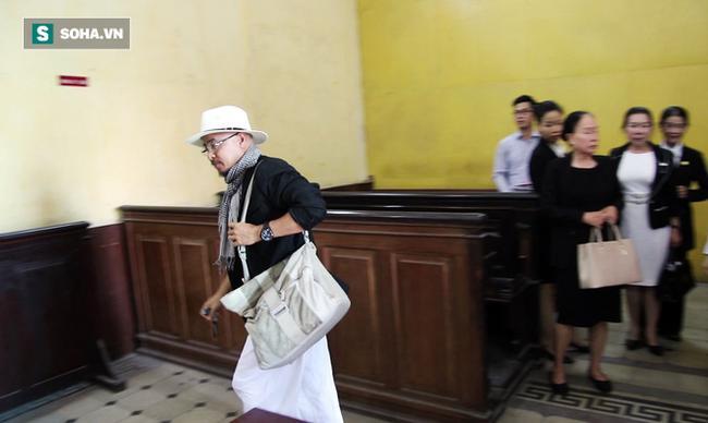 Ông Đặng Lê Nguyên Vũ và vợ không một lần ngoảnh mặt nhìn nhau tại phiên tòa xử ly hôn 7