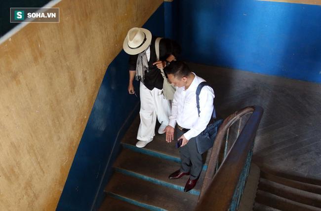 Ông Đặng Lê Nguyên Vũ và vợ không một lần ngoảnh mặt nhìn nhau tại phiên tòa xử ly hôn 8