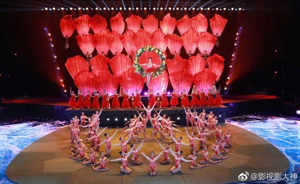 Gần 45 tuổi, Lâm Chí Linh vẫn gây sốt với màn múa ba lê dưới nước đẹp lộng lẫy 5