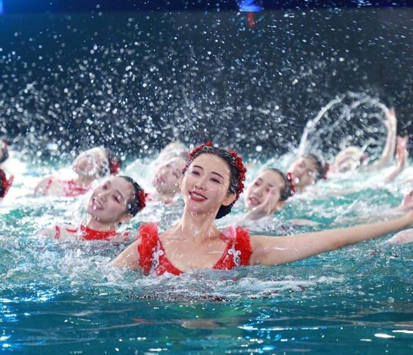Gần 45 tuổi, Lâm Chí Linh vẫn gây sốt với màn múa ba lê dưới nước đẹp lộng lẫy 6