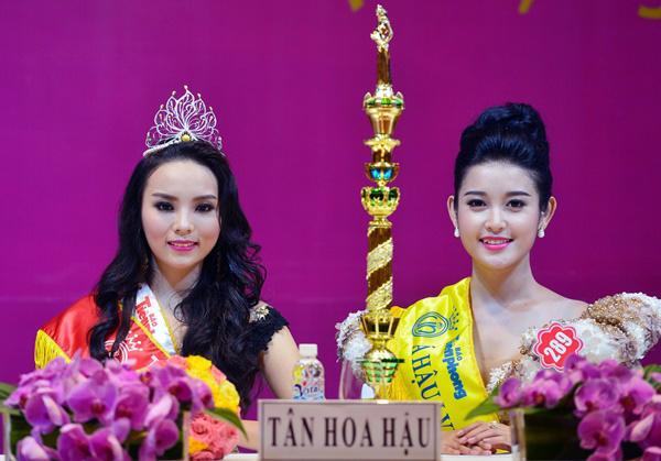 Kỳ Duyên và Huyền My tại buổi họp báo sau đêm chung kết Hoa hậu Việt Nam 2014.