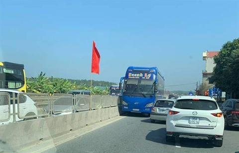 Hình ảnh chiếc xe khách Doanh Lý chạy ngược chiều trên Quốc lộ 1A được chia sẻ
