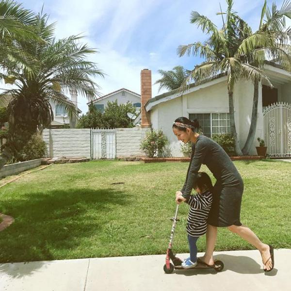Sau khi kết hôn, Kim Hiền đến Mỹ định cư cùng chồng từ năm 2015. Gia đình cô sống trong một biệt thự rộng lớn, tràn ngập cây xanh. Sau khi sang Mỹ sống, Kim Hiền trở nên tự lập hơn khi một mình quán xuyến việc nhà, chăm sóc gia đình, con cái.