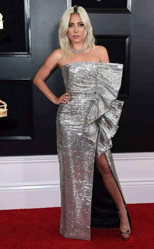 Lady Gaga xinh đẹp trên thảm đỏ Grammy 2019.