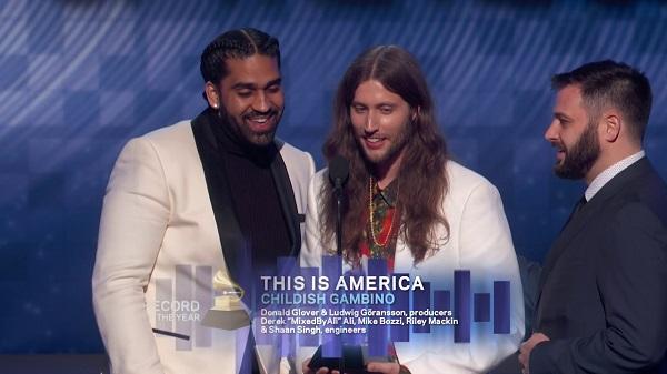 Nhà sản xuất và nhạc sĩ sáng tác của ca khúc đã lên sân khấu nhận giải thưởng cho This Is America