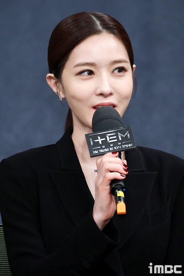 Tính cách khó đoán định của nhân vật Han Yoo Na khiến người xem tò mò