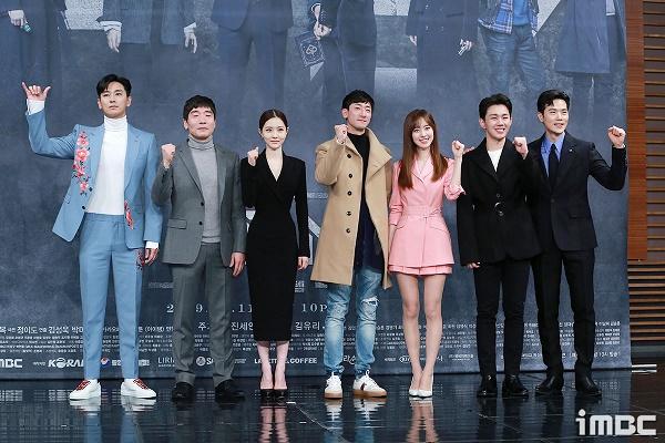 Họp báo phim 'The Item': Jin Se Yeon sánh vai bên Joo Ji Hoon tươi cười rạng rỡ 7