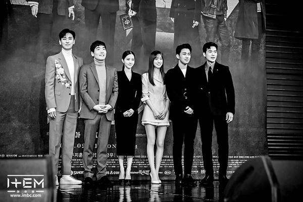 Họp báo phim 'The Item': Jin Se Yeon sánh vai bên Joo Ji Hoon tươi cười rạng rỡ 6