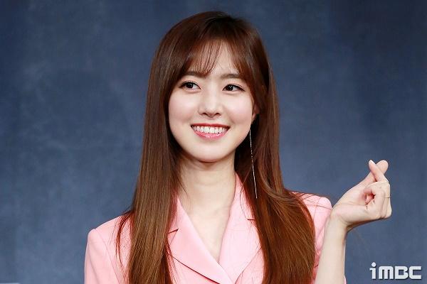 Họp báo phim 'The Item': Jin Se Yeon sánh vai bên Joo Ji Hoon tươi cười rạng rỡ 8