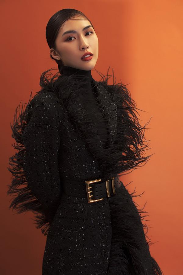 Điều đầu tiên Tường Linh muốn thay đổi chính là hình ảnh, cô muốn khám phá thêm nhiều góc độkhác của mình chứ không đơn thuần là vẻ đẹp hiền hoà với mái tóc bồng bềnh mà công chúng đã quen mắt.
