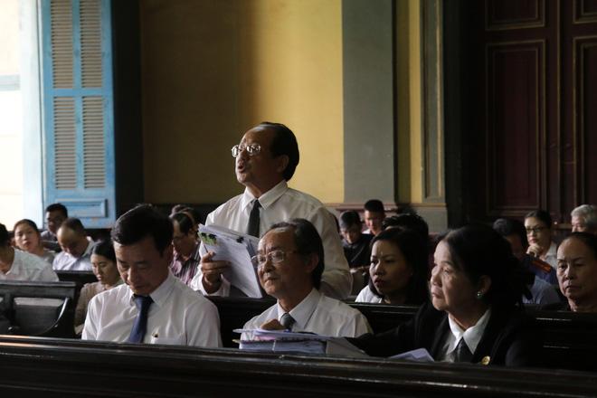 Khoảnh khắc căng thẳng trong phiên xử ly hôn vợ chồng ông chủ cà phê Trung Nguyên 9