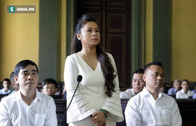 Khoảnh khắc căng thẳng trong phiên xử ly hôn vợ chồng ông chủ cà phê Trung Nguyên 2