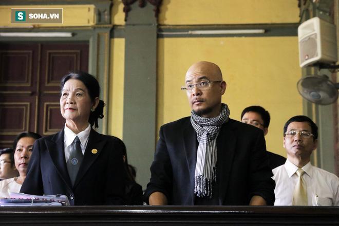 Khoảnh khắc căng thẳng trong phiên xử ly hôn vợ chồng ông chủ cà phê Trung Nguyên 1