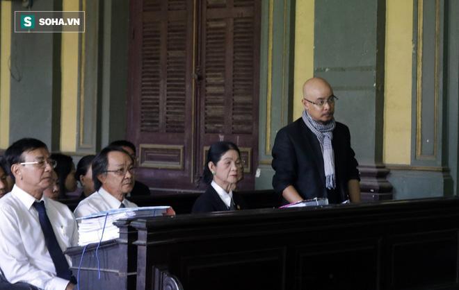 Khoảnh khắc căng thẳng trong phiên xử ly hôn vợ chồng ông chủ cà phê Trung Nguyên 7
