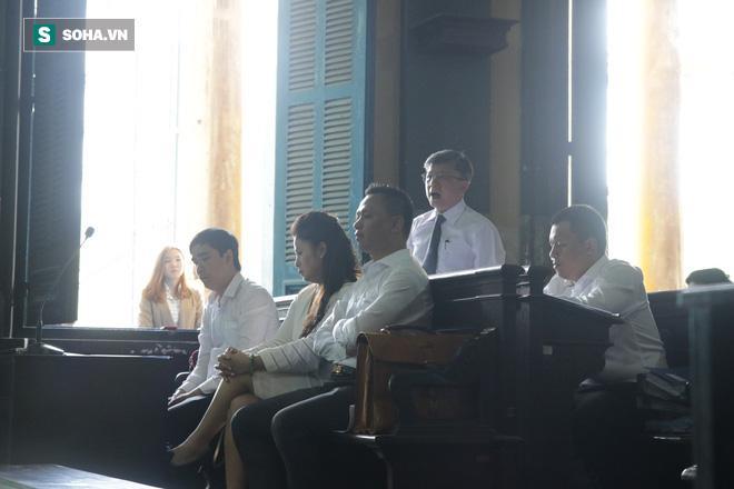 Khoảnh khắc căng thẳng trong phiên xử ly hôn vợ chồng ông chủ cà phê Trung Nguyên 8