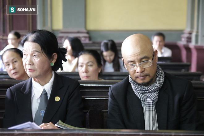 Khoảnh khắc căng thẳng trong phiên xử ly hôn vợ chồng ông chủ cà phê Trung Nguyên 14