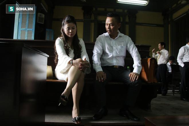 Khoảnh khắc căng thẳng trong phiên xử ly hôn vợ chồng ông chủ cà phê Trung Nguyên 16