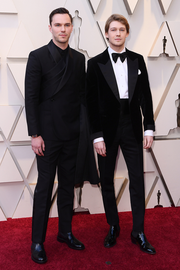 Nicholas Hoult chụp hình cùng bạn trai Taylor Swift, Joe Alwin.