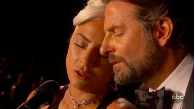 Bradley Cooper và Lady Gaga say đắm vớiShallow