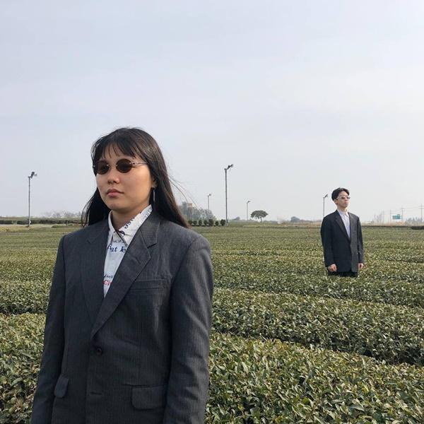 Đôi bạn người Hàn và bộ ảnh hot trend 'sống ảo cùng chủ tịch' khiến dân mạng cười nghiêng ngả 4