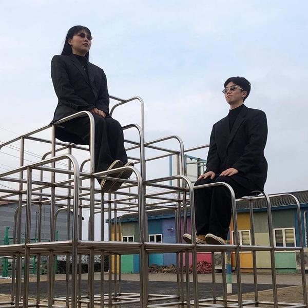 Đôi bạn người Hàn và bộ ảnh hot trend 'sống ảo cùng chủ tịch' khiến dân mạng cười nghiêng ngả 9