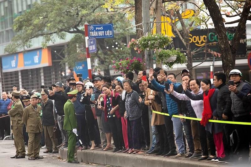 Nhà Trắng ghi lại hình ảnh người Việt hồ hởi chào đón thượng đỉnh Mỹ - Triều 2