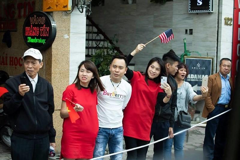 Nhà Trắng ghi lại hình ảnh người Việt hồ hởi chào đón thượng đỉnh Mỹ - Triều 3