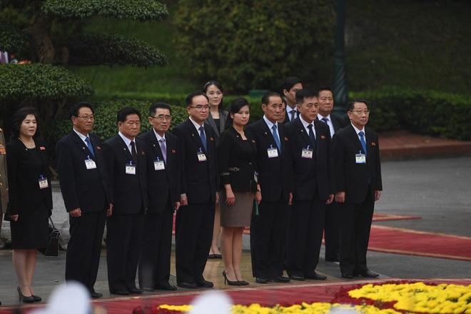 Khoảng 15h30 chiều này 1/3, lễ đón chính thức - nghi thức cao nhất dành cho nguyên thủ quốc gia - Chủ tịch Triều TiênKim Jong-unđược cử hành tại Phủ Chủ tịch. Bà Kim Yo-jong - Ủy viên dự khuyết đảng Lao động Triều Tiên, đồng thời là em gái ông Kim Jong-un là một trong những thành viên phái đoàn Triều Tiên tham dự lễ đón này. Ảnh: Tuấn Mark