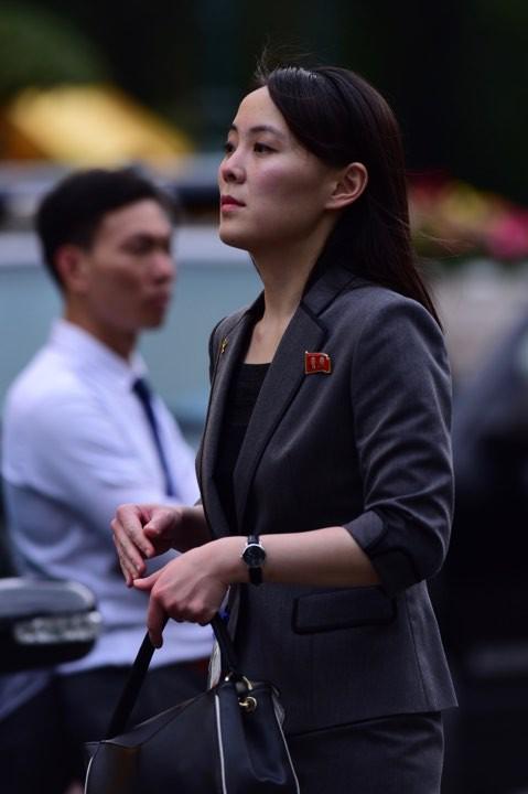 Bà được cho đóng vai trò quan trọng trong quá trình xây dựng hình ảnh nhà lãnh đạo tài ba, cởi mở và gần gũi với nhân dân của ông Kim Jong-un. Ảnh: Tuấn Mark