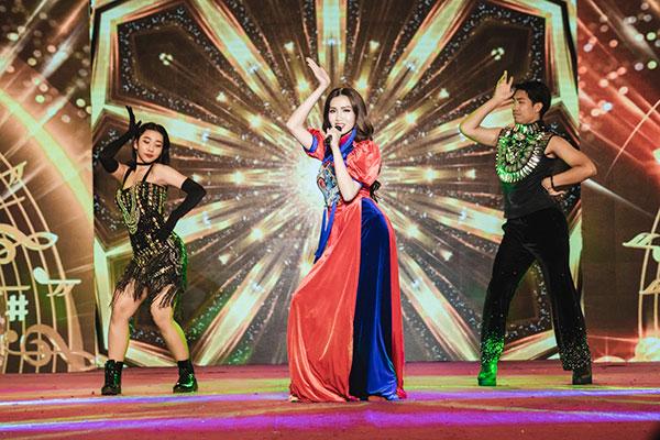 Đỗ Nhật Hà tỏa sáng với trang phục dân tộc tại Miss International Queen 2019 4