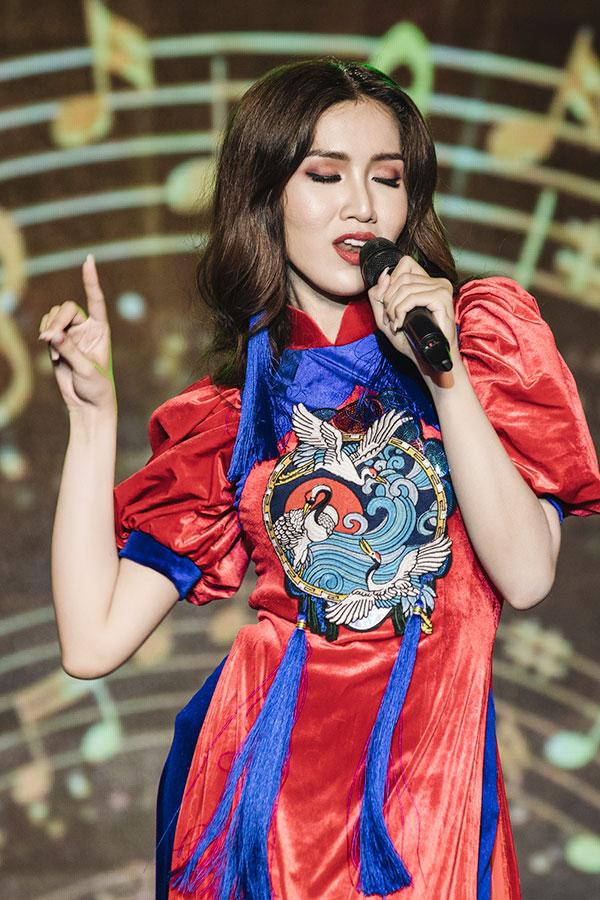 Đỗ Nhật Hà tỏa sáng với trang phục dân tộc tại Miss International Queen 2019 5