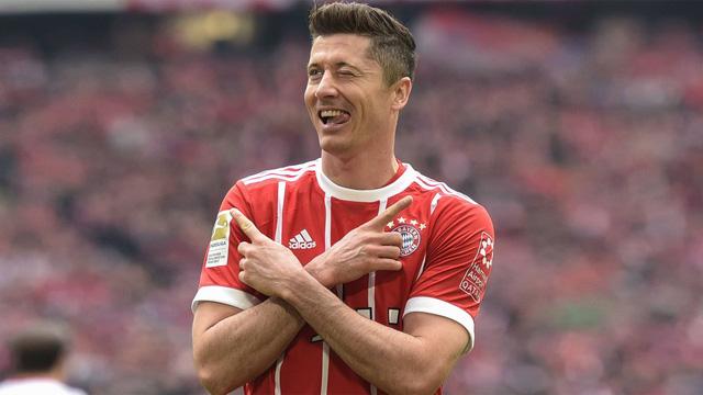 6. Robert Lewandowski (Bayern Munich): Ghi hơn 40 bàn trên mọi mặt trận cho Bayern Munich ở cả 3 mùa giải 2015/16, 2016/17 và 2017/18