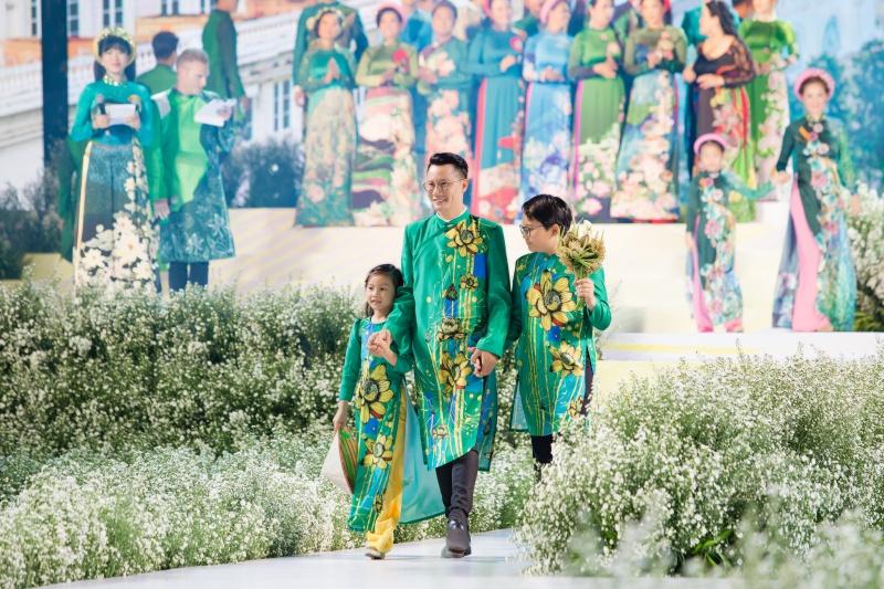 Các nhóc tỳ nhà Hà Kiều Anh, Hoàng Bách, Mai Thu Huyền cànquét sàn catwalk 3