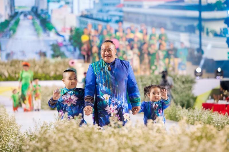 Các nhóc tỳ nhà Hà Kiều Anh, Hoàng Bách, Mai Thu Huyền cànquét sàn catwalk 6
