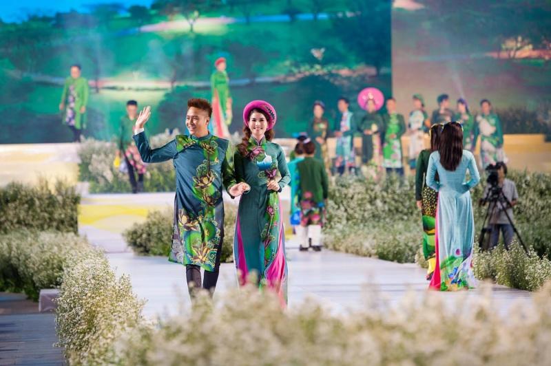 Các nhóc tỳ nhà Hà Kiều Anh, Hoàng Bách, Mai Thu Huyền cànquét sàn catwalk 10