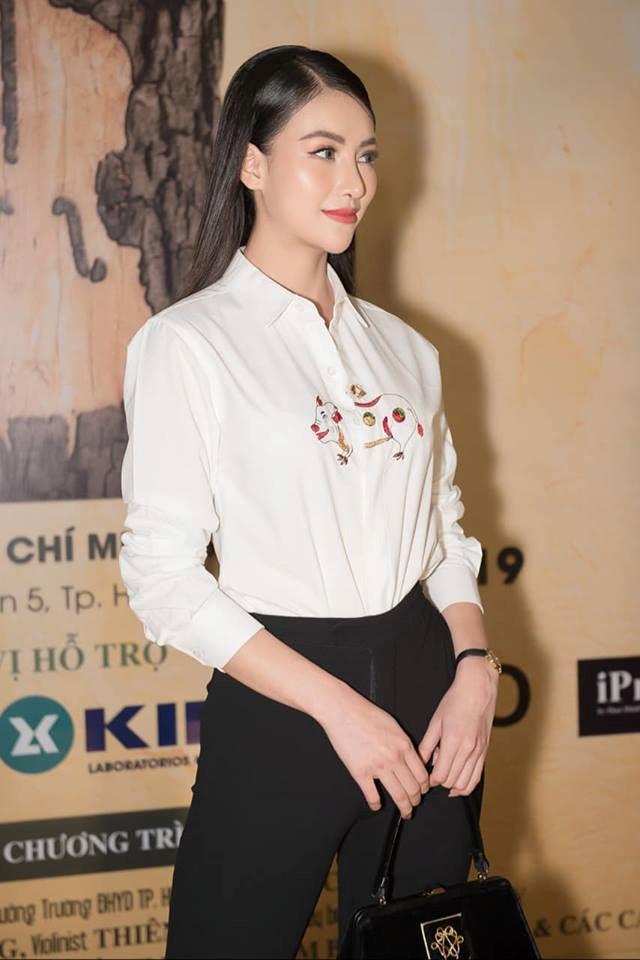 Phương Khánh xuất hiện với chiếc mũi khác lạ.