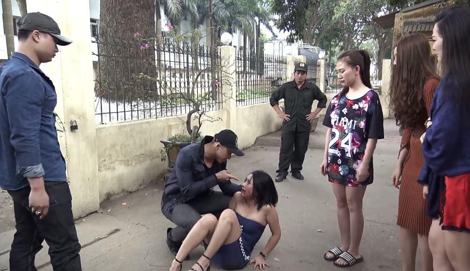 Những cô gái bị đánh đập thậm tệ vì 'đi khách' chui mà không báo cáo...