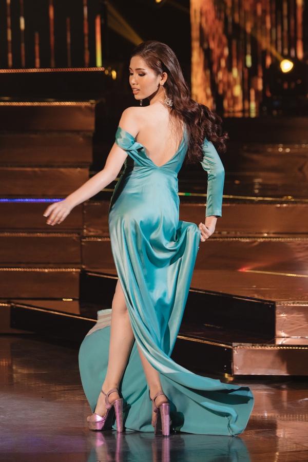 Hương Giang liên tục bị gọi tên khi để 'hậu duệ' Nhật Hà sến sẩm tại Bán kết Hoa hậu Chuyển giới Quốc tế 1