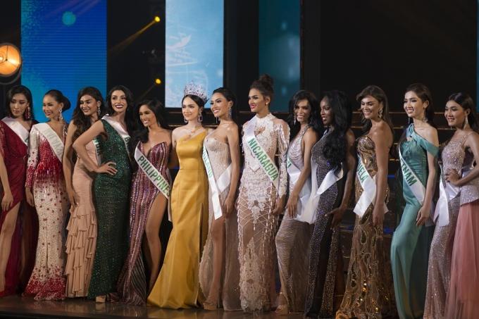 Hương Giang và 20 thí sinh trong đêm Bán kết.