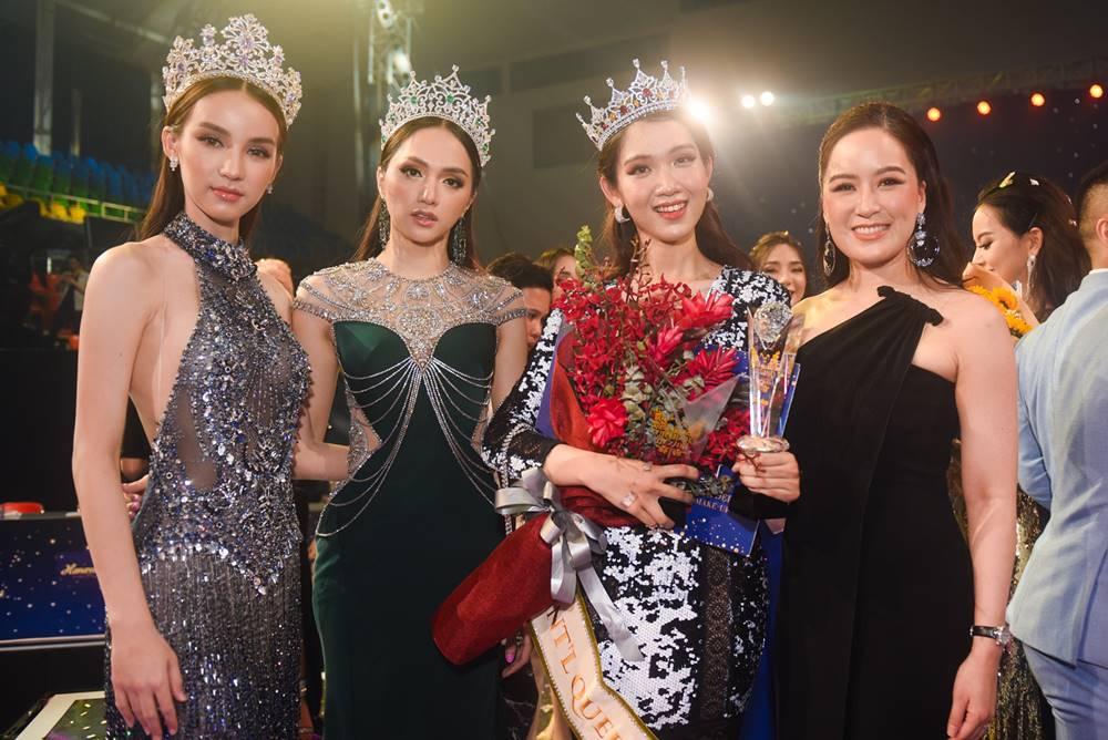 Hương Giang và Đỗ Nhật Hà trong cuộc thiThe Tiffany Vietnam