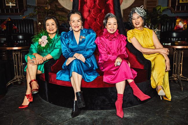 Bộ ảnh 4 người bạn thân khi về già vẫn xinh đẹp lộng lẫy, hạnh phúc bên nhau khiến bao chị em ghen tị ngày 8/3 1