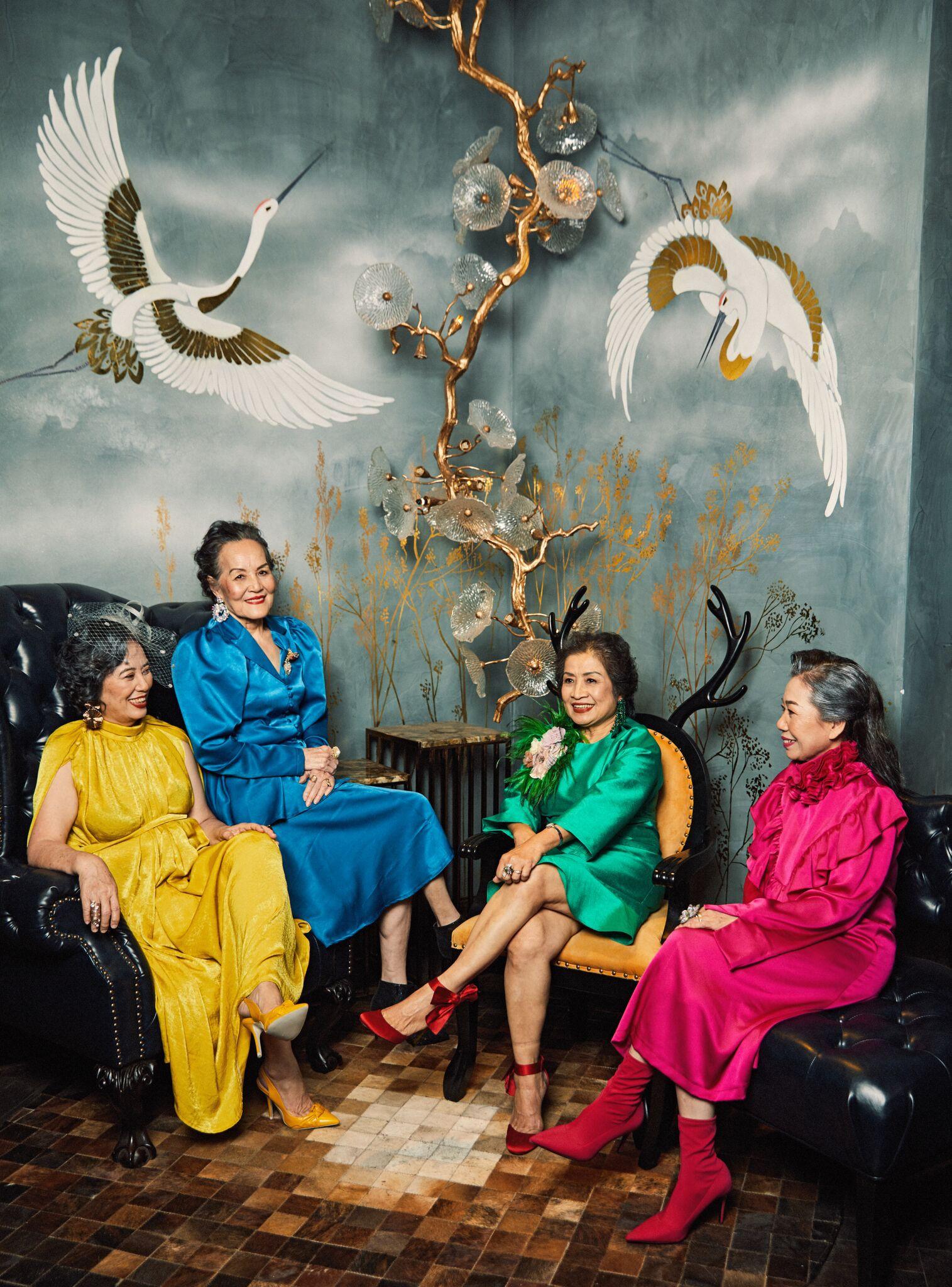 Bộ ảnh 4 người bạn thân khi về già vẫn xinh đẹp lộng lẫy, hạnh phúc bên nhau khiến bao chị em ghen tị ngày 8/3 2