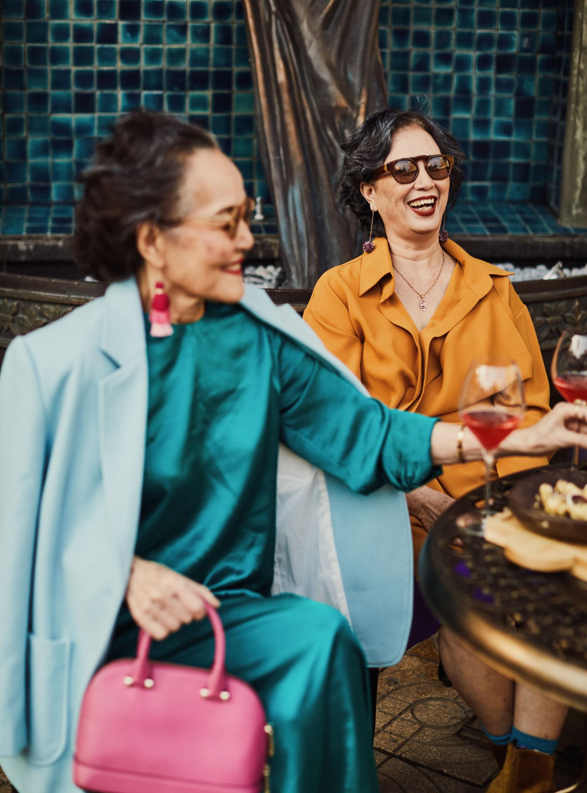 Bộ ảnh 4 người bạn thân khi về già vẫn xinh đẹp lộng lẫy, hạnh phúc bên nhau khiến bao chị em ghen tị ngày 8/3 5