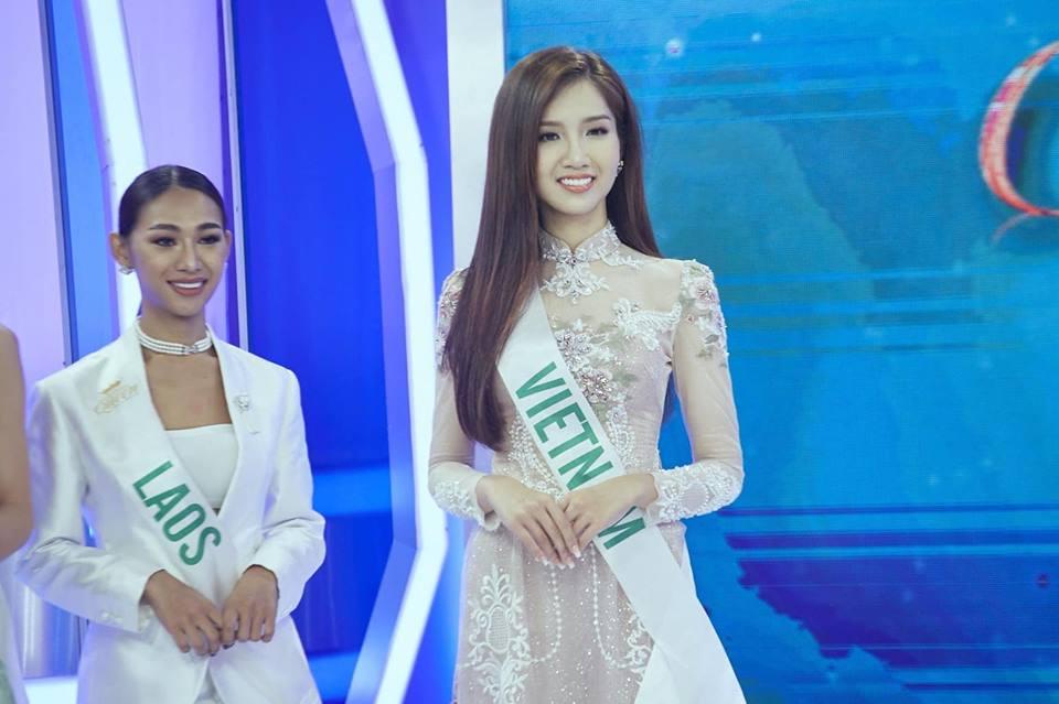 Người đẹp 23 tuổi tên khai sinh là Đỗ Nhật Tân, hiện đang là sinh viên Trường Đại học Hoa Sen (TP Hồ Chí Minh). Năm 20 tuổi, Nhật Hà nuôi tóc dài, tiêm hormone nữ và sang Thái Lan phẫu thuật thay đổi giới tính để trở thành con người thật của mình.