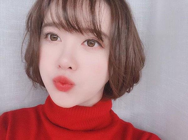 Bên cạnh đó, cô ấy đang chia sẻ cuộc sống thường nhật của mình với người hâm mộ qua kênh Youtube - CHIBiTV.