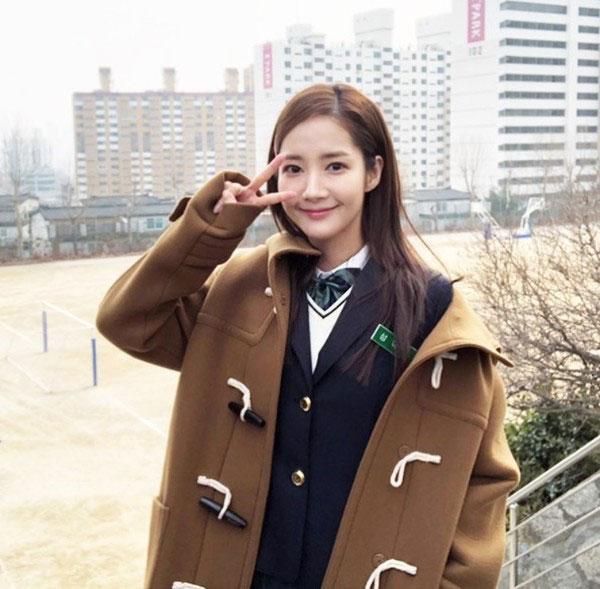 Tạo hình nữ sinh của Park Min Young, Choi Siwon, Goo Hye Sun: Quá tuổi nhưng vẫn trẻ trung 7