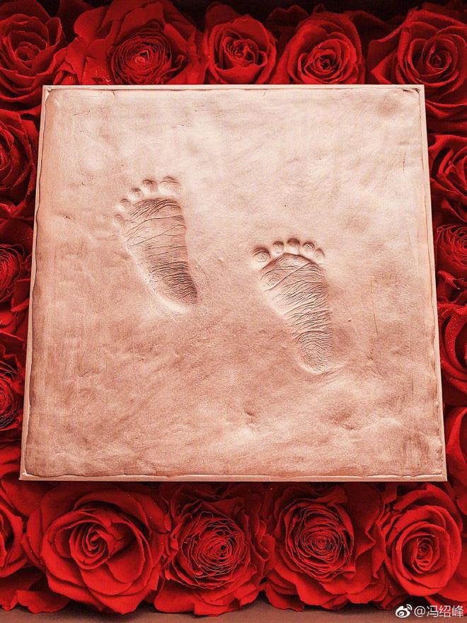 Hình ảnh do nam diễn viên 'Tây du ký' đăng tải khi con trai chào đời