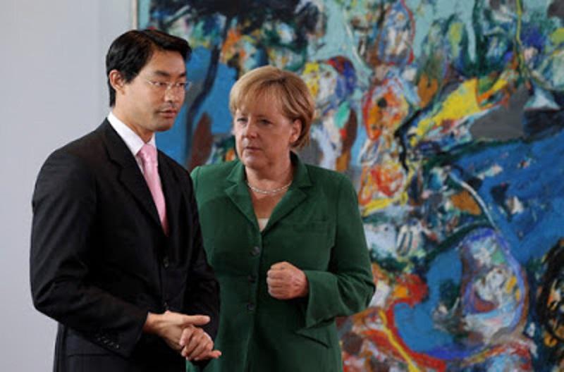 Nguyên Phó Thủ tướng Đức gốc Việt và Thủ tướng ĐứcAngela Merkel.