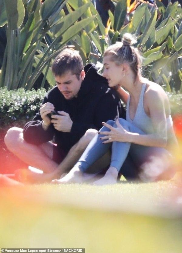Justin Bieber và Hailey Baldwin 'to tiếng' giữa công viên, hôn nhân đang trên bờ vực thẳm? 0